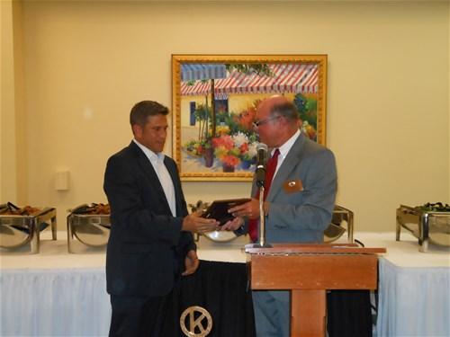 President Elect Neil Struby presents Bill Reynolds the 2014 DSC Award