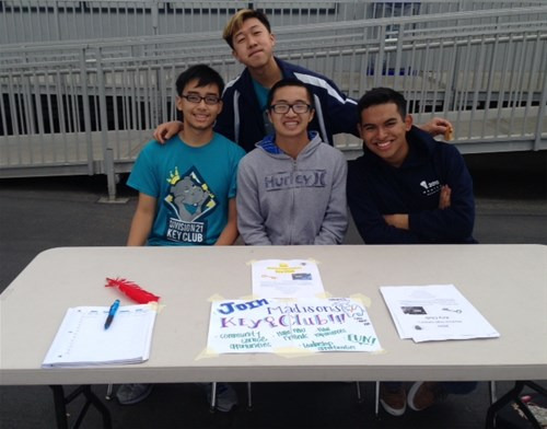 MADISON KEY CLUB SIGNS UP NEW MEMEBERS DURING 8TH GRADE ORIENTATION