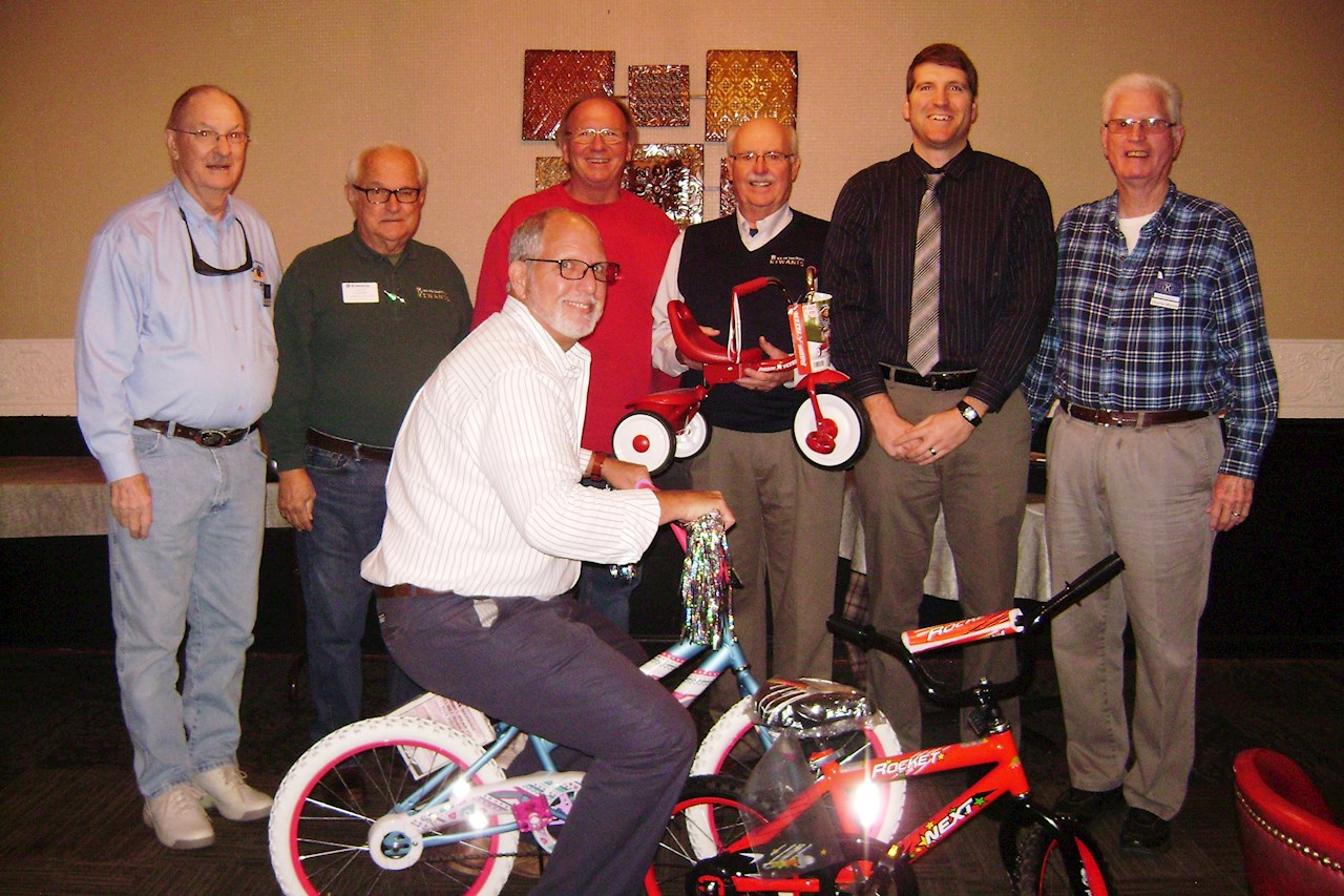 Bikes Toys For Tots Or Bust : Putnam county kiwanis international